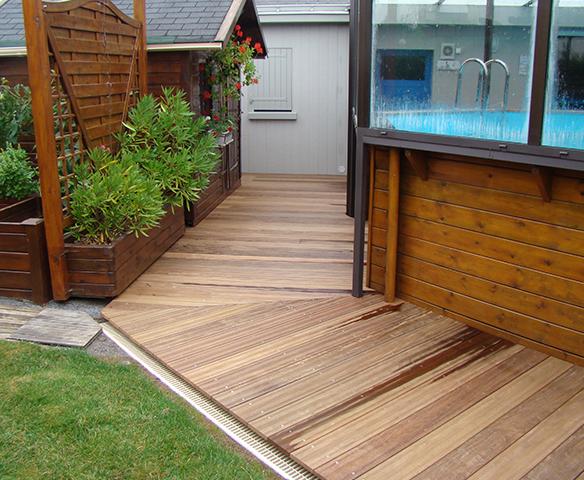 Au c ur du bois charpentier ancenis nort sur erdre for Idee terrassement exterieur